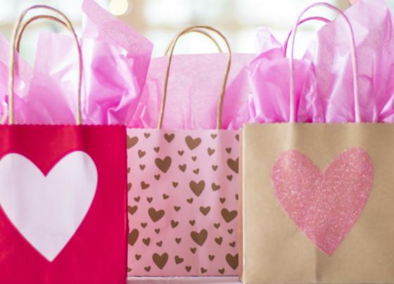 kolorowe torebki z zakupami